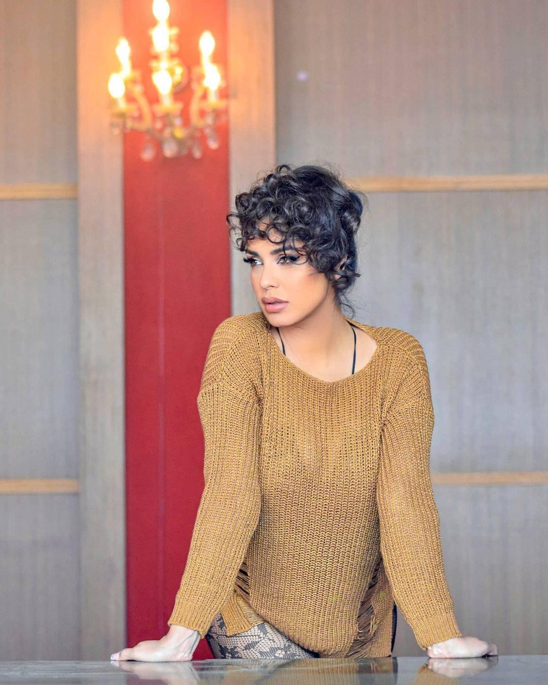 Opet podigla prašinu: Tanja Savić i novi singl