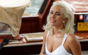 Lejdi Gaga zavodljivim izlaskom iz bazena pokazala seksi tijelo