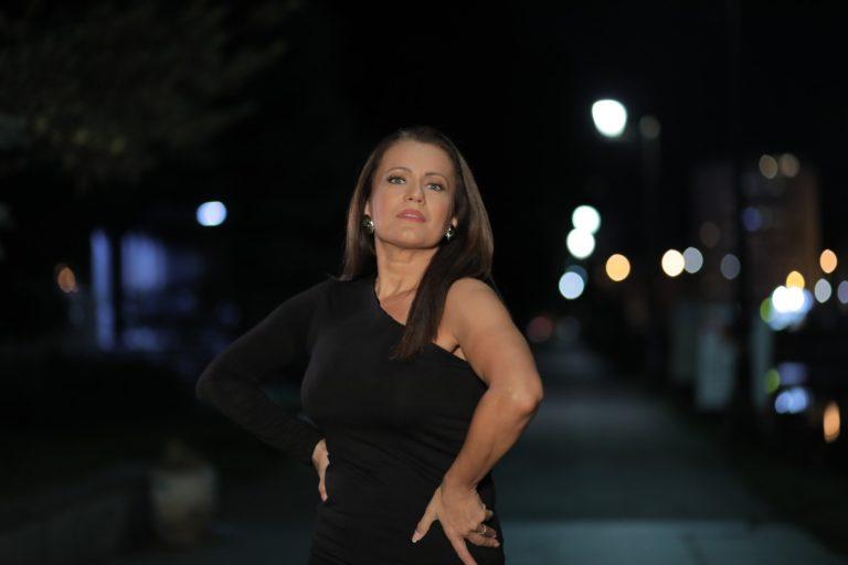 """Spremna da zauzme prvo mjesto na top listama: Elvira Rahić i novi singl """"Fobija"""""""